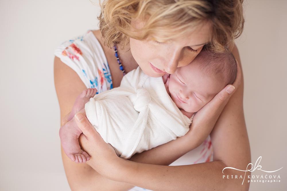 photographe-bébé-parents-naissance-rennes-maternité-petra-kovacova-laillé